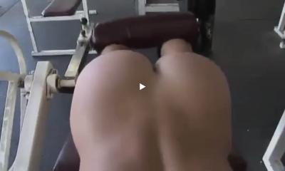 beau cul dans la salle de muscu